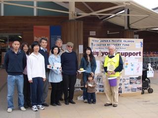 地元の町クランレーで、ロータリークラブの方々と立教関係者が協力して大震災の為の募金活動をしました。
