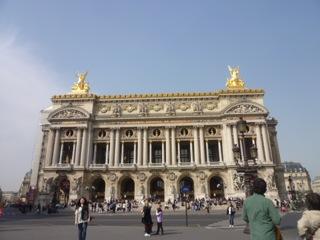 音楽と芸術の調和 ーガルニエ宮は、音楽を他の芸術を使っていがみ合うことなく美しく表現しているのだー