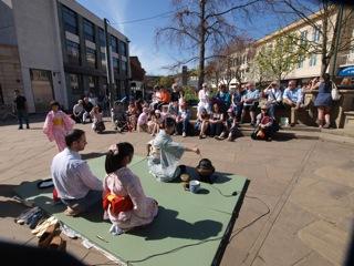 地元Horshamの町で、東日本大震災被災者の為のチャリティーイベントが行われました。