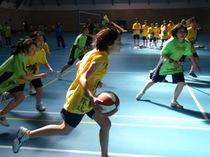 2011年度球技大会、黄色チームと緑チームの熱戦を写真でどうぞ。