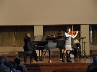 本校生徒による東日本大震災チャリティーコンサートが開かれ、150名を超す方々が来校しました。