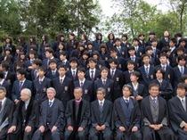1年に1度の全校写真撮影、生徒達のとっておきの顔をご覧下さい。