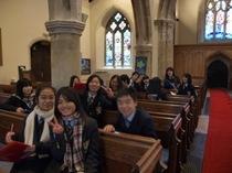 社会科英語科合同校外学習で小、中1、中2がCranleigh Churchを見学