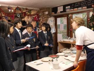 先学期ECの授業で訪れた不思議な場所、Smithbrook Kilnを友達に英語で紹介しました!