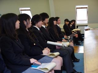 卒業式祝辞をご紹介します: 本校理事を勤める英国アシュフォード法律事務所、中田浩一郎様。