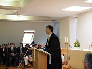 卒業式祝辞をご紹介します: 在英国日本大使館総領事 今村朗様。