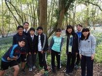 今年も全校で校内に広がるブルーベルの森を散策しました。