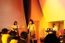 ギター部コンサート:忙しい2学期の真っ只中、2つのバンドで盛り上げたコンサート。