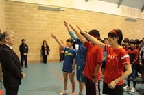 全校生徒が赤・青に分かれて競い合った球技大会。奮闘の様子を写真でどうぞ