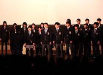 合唱コンクール、各クラス熱唱の様子を写真で。