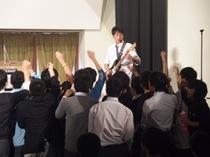新生「軽音楽部」コンサートの様子を画像でご覧下さい。