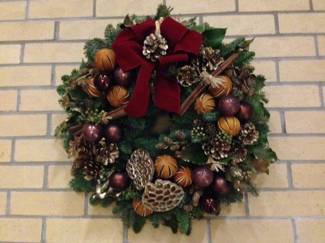 立教のクリスマスリース:フラワーアレンジメント部制作