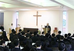 7日(土)に生徒が帰寮。8日(日)に始業礼拝が行われました。