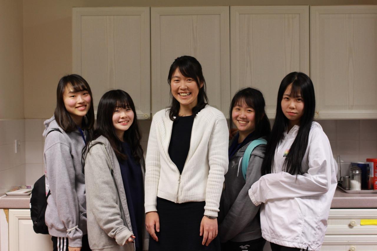 2017年度まで本校で小学校教諭を務めた齊藤亜沙子先生がお越しになりました。