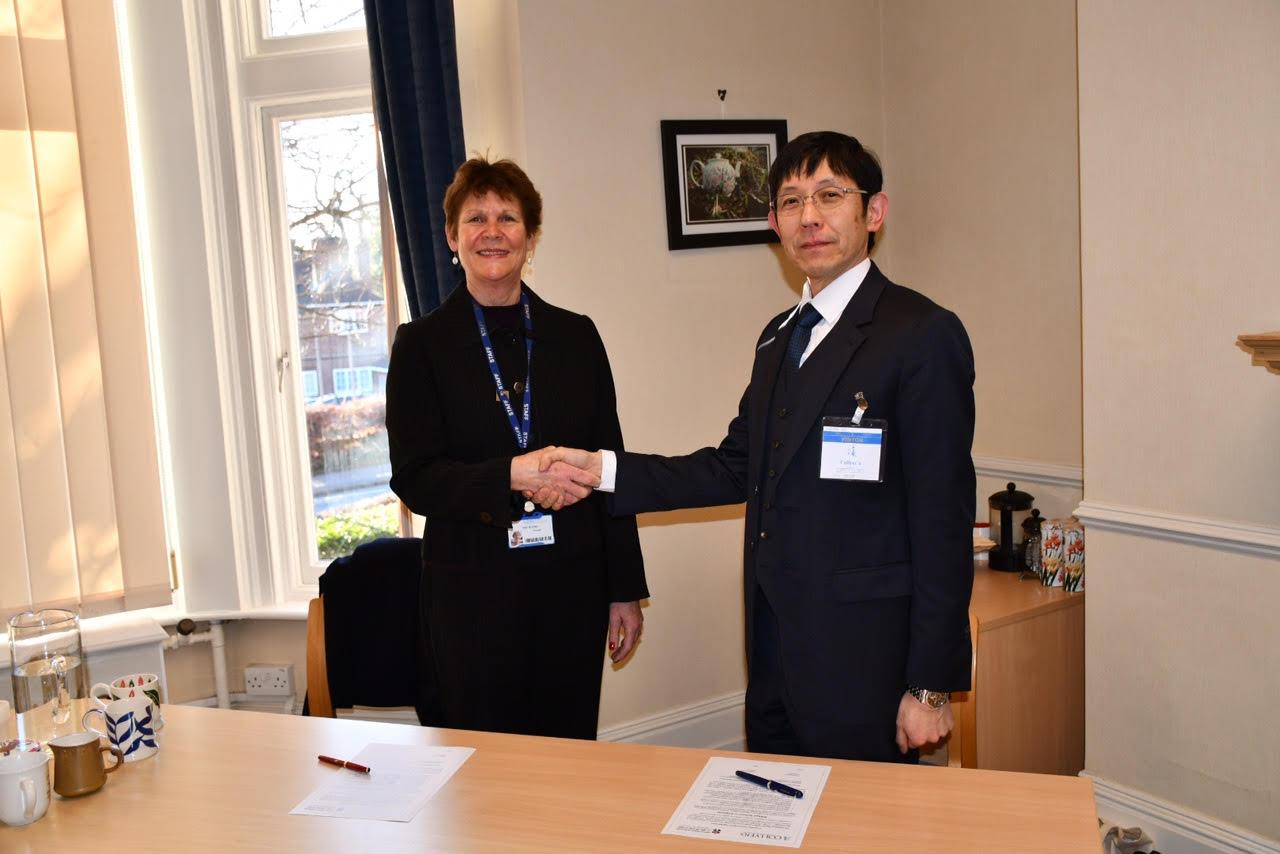 The College of Richard Collyer校との間に新たな教育連携の関係が調印されました。