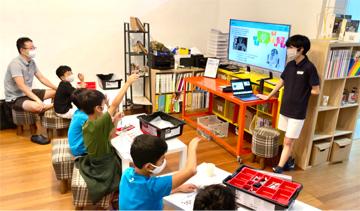 本校生徒がシンガポールでロボットプログラミング講座を開きました。