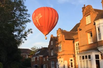 立教英国学院に気球が来たよ!