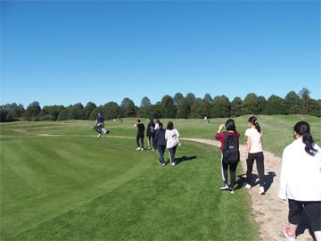 2週目のフライデースポーツ「秋日和のゴルフ」